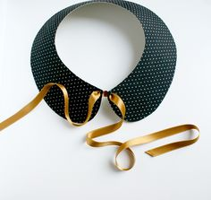 A diy very simple and very fast to achieve a collar Claudine fabric and e . Baby Couture, Couture Sewing, Diy Accessoires, Diy Mode, Collar Pattern, Diy Clothing, Parisian Style, Mode Inspiration, Leather Jewelry