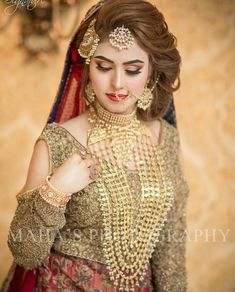 Get Easy & Beautiful Girls Hairstyle For Party 2018 With Images. It is challenge to reinventing new beautiful summer hairstyle. Pakistani Bridal Hairstyles, Pakistani Bridal Makeup, Pakistani Wedding Outfits, Bridal Outfits, Bride Hairstyles, Hairstyle Ideas, Bridal Lehenga, Pakistan Bride, Pakistan Wedding