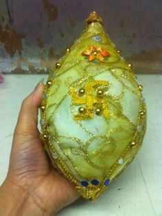 Decorate coconut for wedding