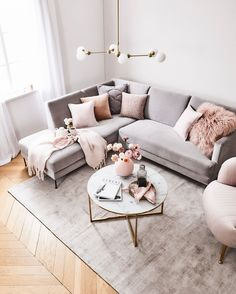 How To Decorate A Grey and Blush Pink Living Room Learn how to combine grey and pink for an amazing living room your guests will fall in love with! Get free tips and ideas for great home decor! - Grey and Blush Pink Living Room Blush Pink Living Room, Living Room Grey, Home Living Room, Interior Design Living Room, Pink Room, Small Living Rooms, Living Room Ideas Pink And Grey, Living Room Carpet, Glamour Living Room