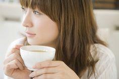 Comment lutter contre la fatigue naturellement ? En Amérique du sud, l'infusion de feuilles de maté est connue pour être un remède naturel. Cette boisson stimulante permet de lutter contre la fatigue physique et mentale. Le maté contient de la caféine, des vitamines et des flavonoïdes.