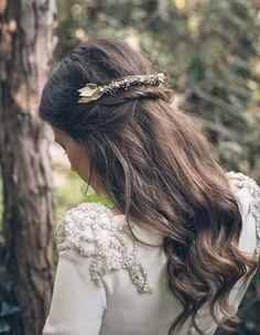 Une demi queue sur cheveux lâchés pour votre mariage