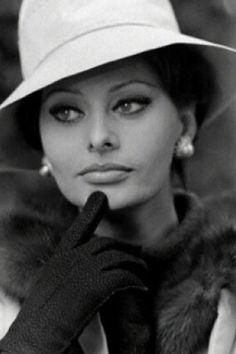 Sophia Loren • she is very elegant here.