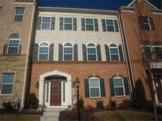 Stunning 3500 sq.ft. Town House! 24945 Avonlea Drive, Centreville, Virginia 3 bedrooms, 3 baths, 1 partial bath, 3500 square feet, .07 lot size, Colonial Townhome, 2 car rear garage.  Spencer Marker & co.  www.seln4u.com