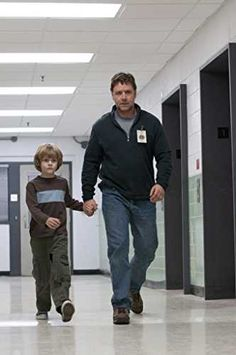 Russell Crowe and Ty Simpkins in The Next Three Days Gladiator Movie, Hunter Parrish, The Next Three Days, Nick Robinson, Russell Crowe, Australian Actors, You Are Cute, We Are Young, Marvel Actors