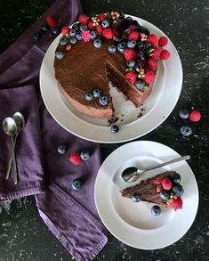εύκολο, εντυπωσιακό vegan κέικ - τούρτα σοκολάτας χωρίς αυγά και γαλακτοκομικά Vegan Chocolate, Chocolate Cake, Vegan Cake, Panna Cotta, Pancakes, Pudding, Breakfast, Ethnic Recipes, Desserts