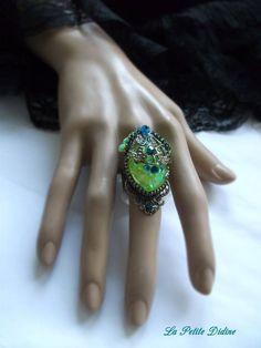Petite bague baroque verte et bleue, bague victorienne, Art nouveau, strass cristal blue zircon,lalique jewelry, victorian ring,Baroque ring de la boutique LaPetiteDidine sur Etsy