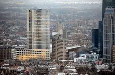 Begin 2016 wordt tegenover Rotterdam Centraal Station de kantoortoren First Rotterdam opgeleverd. In de bijna 130 meter hoge toren zullen o.a. Robeco en advocatenkantoor NautaDutilh zich vestigen. Het ontwerp van First Rotterdam is van de Architectencie. Met 130 meter wordt ze het zevende hoogste gebouw van Rotterdam. Foto-update First Rotterdam 18 december 2015 Gerelateerd nieuws:First
