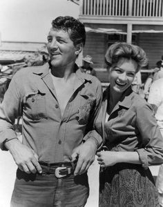 Dean Martin and Angie Dickinson. On the set of Rio Bravo (1959) 902×1 150 пикс