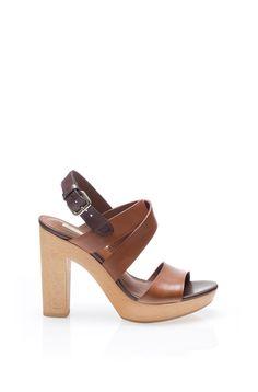 Estas sandalias de tacón tiene la  pinta de ser cómodad, y un color que combina con todo. Me las quedo! 89,95 €. Massimo Dutti
