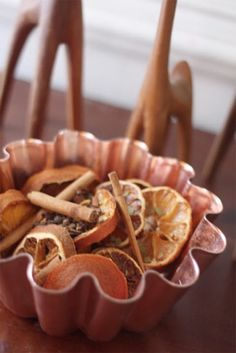 Easy Winter Potpourri for the kitchen Homemade Potpourri, Simmering Potpourri, Fall Potpourri, Christmas Holidays, Christmas Crafts, Christmas Ideas, Room Scents, Pot Pourri, House Smell Good