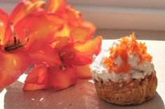Carrot Cupcake (vegan, single serving) ~ by Chocolate Covered Katie Paleo Dessert, Healthy Dessert Recipes, Healthy Treats, Real Food Recipes, Delicious Desserts, Yummy Food, Vegan Recipes, Skinny Recipes, Yummy Yummy