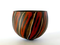 If you are looking for a cheap and creative way to add color and life into your interior, then look no further than ceramic plates. Rather than turning to expensive art pieces and portraits, you ca… Thrown Pottery, Pottery Bowls, Ceramic Pottery, Pottery Ideas, Slab Pottery, Sculptures Céramiques, Ceramic Sculptures, Expensive Art, Ceramic Techniques
