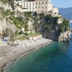 Only few know that Ravello, one of the most charming towns of the Amalfi Coast, perched on a high cliff at about 350 meters a.s.l. with a stunning view on the coastline below, also has a very lovely beach: the beach of Castiglione, located in the eponymous...