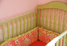 DIY Crib bumper (reading it I realized JUST how easy it will be! Baby Nursery Diy, Nursery Bedding, Girl Nursery, Girl Room, Baby Room, Baby Crib Bumpers, Baby Cribs, Sewing For Kids, Baby Sewing