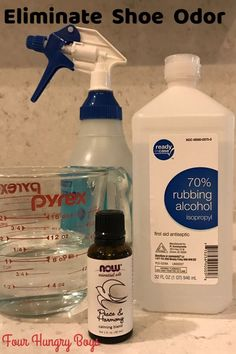 DIY Febreze (Febreeze) Best How to eliminate shoe odor Homemade fabric deodorizer Safe Cleaning Products, Cleaning Recipes, Cleaning Tips, Cleaning Solutions, Cleaning Supplies, Smelly Shoes, Smelly Clothes, Foot Remedies, Cleaners Homemade