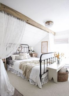 Best modern farmhouse bedroom design ideas (45)