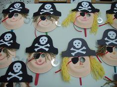 Crafts for carnival in kindergarten - craft ideas for masks, accessories and decoration - pirate masks tinker kindergarten kindergarten paper plate cardboard wool - Paper Plate Masks, Paper Plate Crafts, Paper Plates, Pirate Day, Pirate Birthday, Pirate Theme, Carnival Crafts, Carnival Decorations, Carnival Prizes