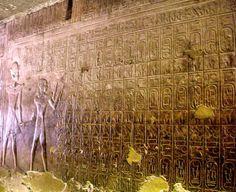 La liste d'Abydos, appelée également table d'Abydos, est la représentation des cartouches de soixante-seize rois ayant précédé Séthi Ier. Elle est située sur un mur du temple d'Abydos en Égypte dans un passage qui était à l'origine la chapelle de Sekhmet.