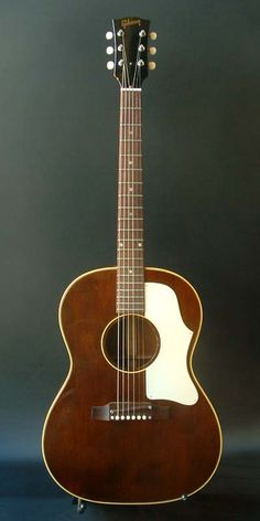 Gibson B-25 (1968) : Rare brown finish.