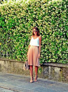 Resultado de imagem para rose pleated skirt look