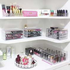 Makeup vanity organization beauty room make up 28 ideas Rangement Makeup, Make Up Storage, Diy Storage, Storage Ideas, Storage Shelves, Extra Storage, Shelving, Build Shelves, Storage Cart