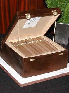 Humidor and cigars cake