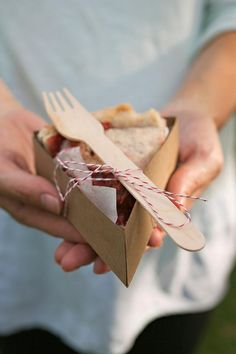 DIY Pie Box   Image Via: The Proper Pinwheel