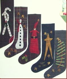 love the tree...  can't find info on link Quilted Christmas Stockings, Xmas Stockings, Primitive Christmas, Christmas Sewing, Christmas Pillow, Felt Stocking, Stocking Tree, Stocking Ideas, Christmas Projects