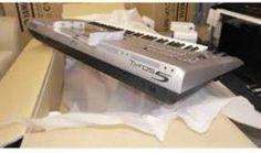 Yamaha Tyros5 76-key Arranger Workstation Keyboard