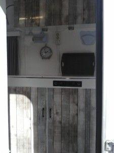 beach caravan / kitchen