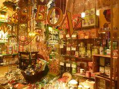 C'EST SI BON, A delicious old world confiserie store in Quebec city. #candy #boutique #Canada