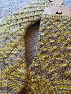 New top-down, lacy sock pattern that works up really quickly. Each sock has a separate set of charts/written instructions for a symmetrical pair of socks. Please note, the way this pattern is designed makes them difficult to work TAAT. Knitting Socks, Hand Knitting, Knit Socks, Knitting Patterns, Crochet Patterns, Stitch Patterns, Little Cotton Rabbits, Knitted Slippers, Patterned Socks
