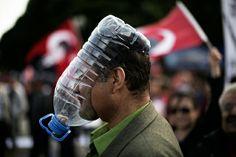 mascarilla de aire rudimentaria. Más humor en www.lasfotosmasgraciosas.com