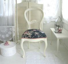 •♡•  Alter Medaillon Stuhl, Shabby chic   •♡• von Weidenröschen auf DaWanda.com