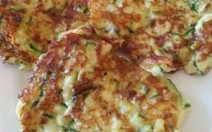 zucchini pancakes with tzatziki. Greek food for the low-carb diet. Part of the low carbohydrate weekly menus on gobento. zucchini pancakes with tzatziki. Greek food for the low-carb diet. Part of the low carbohydrate weekly menus on gobento. Clean Recipes, Low Carb Recipes, Vegetarian Recipes, Cooking Recipes, Healthy Recipes, Healthy Cooking, Healthy Snacks, Healthy Eating, Tzatziki