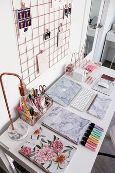 Modern home office space in marble texture and rose fold elements. What a fabulous place to plan your blog posts, your future campaigns and generally your plan for world domination. Hustle with style and incorporate marvle and rose gold in your home office.