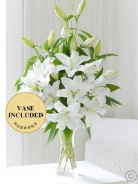 The ever-popular Oriental lily is one of our favourites. For this magnificent display we've chosen fresh white lilies and carefully arranged. Thank You Flowers, Special Flowers, All Flowers, White Flowers, White Flower Centerpieces, Flower Vases, Flower Wall, Happy Birthday Flower, Oriental Lily