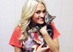 Carrie Underwood Visits Checotah Animal Shelter In Oklahoma | Picspoon