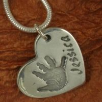 Beautiful detail in this handprint necklace.