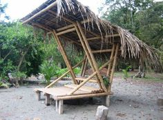 This beautiful Guadua bamboo house in Costa Rica, is located near Playa Sombrero at the Osa Peninsula. The bamboo house was designed and built by Costa Rican architect Mariela Garcia and her husband Steve Jurries. Bamboo Art, Bamboo Crafts, Bamboo Garden, Garden Pond, Easy Garden, Bamboo Building, Natural Building, Backyard Garden Design, Large Backyard