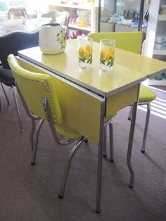 Retro Kitchen Table and Chair Lovely 1950 formica Table and Chairs Dining Room Sets, Dining Table Chairs, Dining Room Furniture, Dining Area, Furniture Design, Lounge Chairs, Retro Table And Chairs, Wood Tables, Vintage Chairs