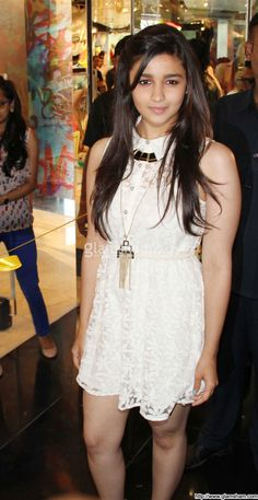 Alia Bhatt In Short Frock at Bollywood Beauties In Hot Short Frocks picture gallery picture # 15 : glamsham.com
