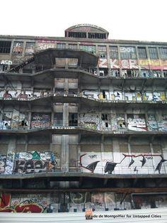 Pantin_Paris_Abandoned_Graffiti_Warehouse-001