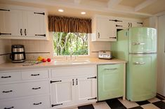 Big Chill's Studio Size Retro Fridge has a stamped metal body, authentic chrome trim, pivoting handle, available left hand hinge, temperature management system and is energy efficient. Available in 8 standard and 200 custom colors. Big Chill, Layout Design, Design Retro, Design Ideas, Retro Refrigerator, Retro Fridge, Retro Kitchen Appliances, Home Appliances, Kitchen Counters