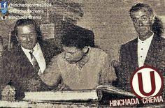 #UnDíaComoHoy en 20-01-1966 Héctor Chumpitaz firma contrato con @Universitario. Aparece en la foto con el gestor de su contratación Miguel Pellny...