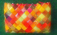 - ReCyklisten: Efterårsfarver. Lille taske / pung i efterårsfarver // gylden orange gul brun candywrapperpurse håndlavet unika papir genbrug reklamer håndarbejde til salg sælges læs på bloggen little purse in golden autumn colours // handmade upcycle recycle paper commercials  craft http://recyklisten.blogspot.dk/2013/10/efterarsfarver.html