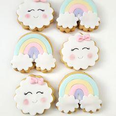 Mais biscoitos😍😍😍 #sradocinhoparabaixinhos #sradocinho #virginiananacozinha #biscoitodecorado #biscoitosdecorados #festa #festademenina #nuvem #festachuvadeamor #followme #zerotreze #013 #baixadasantista #santoscity #praiagrandesp #santoscity #love Rainbow First Birthday, Baby Girl 1st Birthday, Rainbow Theme, Rainbow Baby, Baby Shower Sweets, Baby Shower Parties, Cloud Baby Shower Theme, Cloud Party, Girl Birthday Decorations