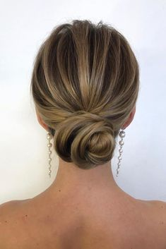 Minimalist Bun Hairstyle For Prom Night #bunhair #updohair ★ Here is a list with photos of 33 trendy prom hairstyles for short hair. In case you are looking for a simple but beautiful hairstyle for your prom night. #promhairstyles #hairstylesforshorthair #shorthair #shorthairstyles #promhair