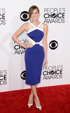 Girls star Allison Williams looked elegant and on-trend in a blue and cream David Koma design and Christian Louboutin tri-tone heels at the 2013 People's Choice Awards this week.